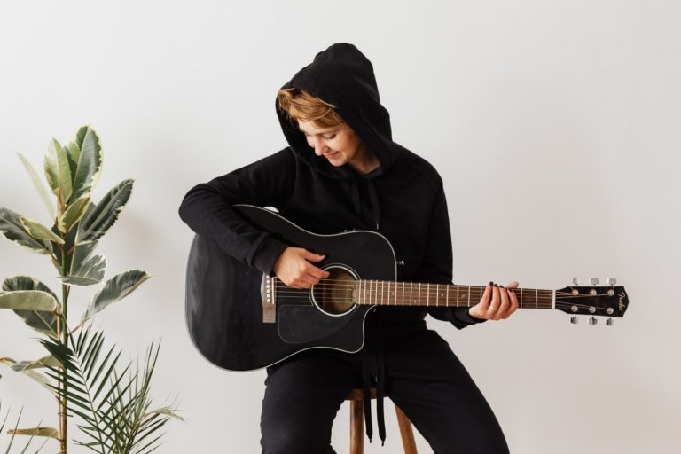 Guitar Playing Chairs Guide - Blog Post